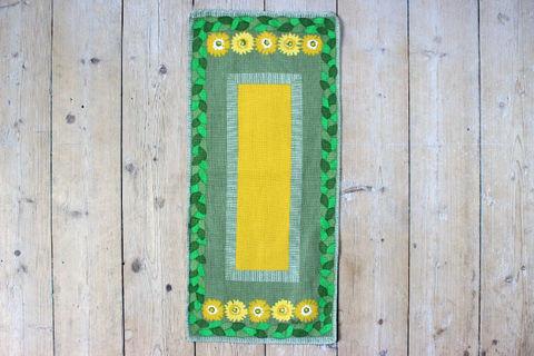 黄色いお花とグリーンのレトロプリントクロス