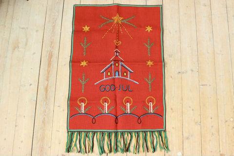 スウェーデンで見つけたクリスマス刺繍のタペストリー(59×84cm)