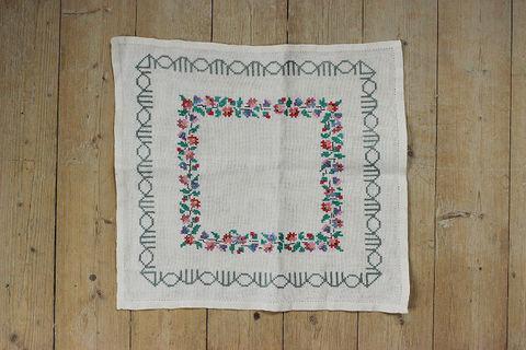 スウェーデン刺繍/レトロなお花の刺繍のクロス