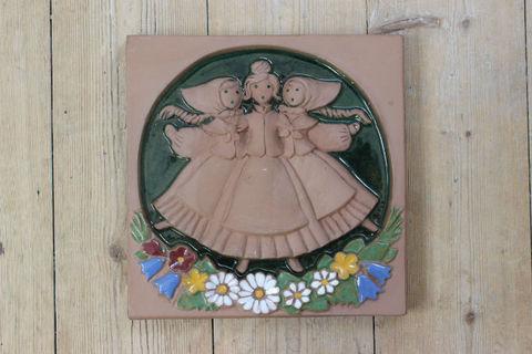 Jie Gantofta(ジィ・ガントフタ)フィールドの3人娘の陶板(M)