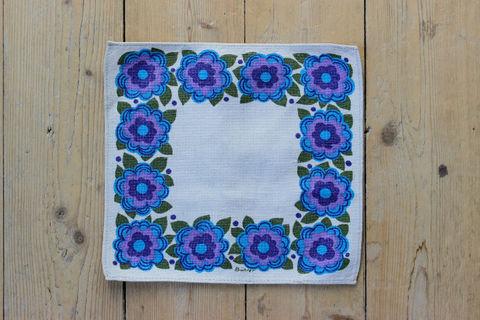 青と紫色のお花のレトロプリントクロス