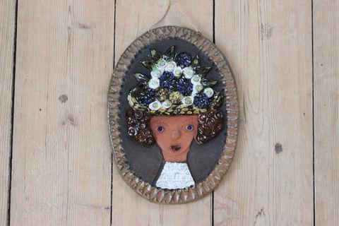 貴婦人の陶板