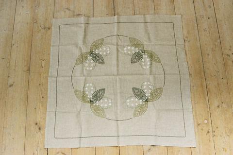 スウェーデンで見つけたリネン素材のスズランの刺繍クロス(57.5×27cm)