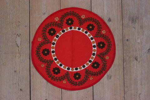 花柄の赤いプリントクロス