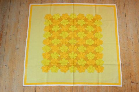 スウェーデンで見つけた黄色いお花の大判プリントクロス(91×83cm)