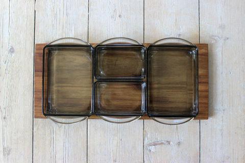 デンマークのチークとスモークガラスのオードブルトレイ