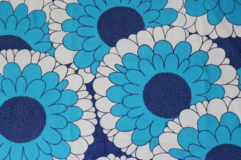 スウェーデンで見つけたブルーの大柄の花柄のレトロファブリック(150.0×230.0cm)