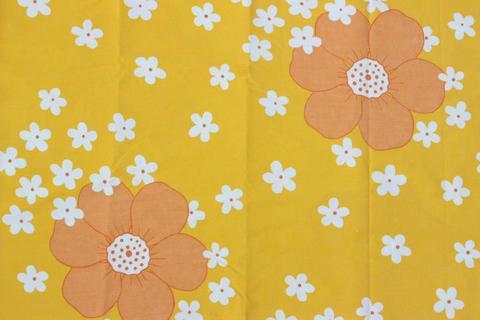 スウェーデンで見つけた黄色い花柄のレトロファブリック(135.0cm×126.0cm)