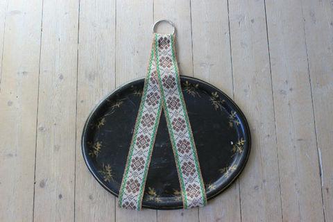 刺繍のトレイホルダー