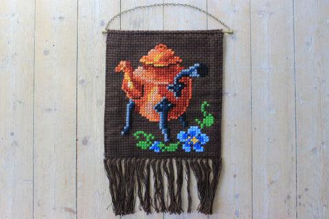 コッパー(銅製)ケトルの刺繍タペストリー