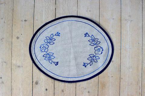 スウェーデン刺繍/レトロなお花模様の刺繍のクロス(ブルー/グレイ)