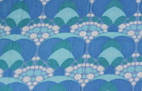 スウェーデンで出会った青が基調の花模様のヴィンテージファブリック(88×67cm)
