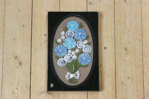 Jie Gantofta(ジィ・ガントフタ)青いお花のブーケの陶板
