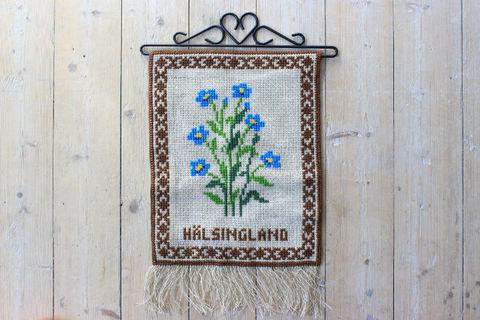 亜麻の刺繍タペストリー