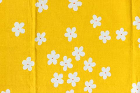 スウェーデンで見つけた黄色×白いお花のレトロファブリック(104×68cm)