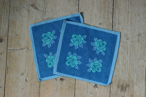青いバラの模様のレトロプリントクロス(2枚セット)