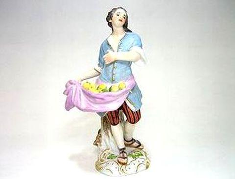マイセン 【フィギュリン】  パリの行商人 エプロンで果物を H13.5cm  30%Off