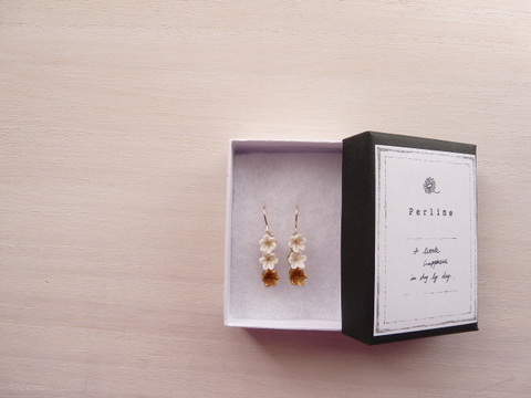 【Perline】cray flower pierce <white×gold>