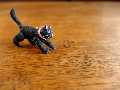 ミニチュア黒猫a