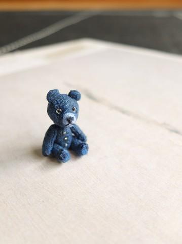 紺色のミニチュアベアb
