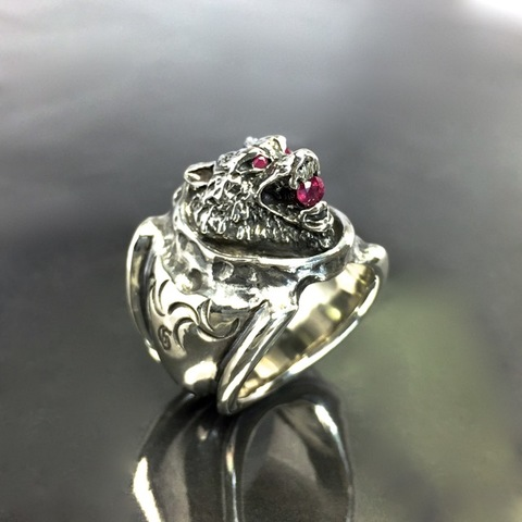 WOLF RING w/RUBY  'EYES & MOUTH'