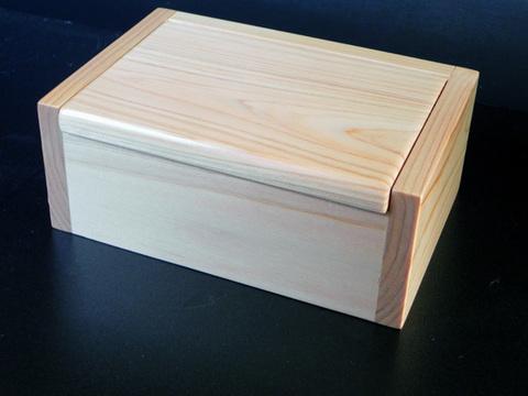 名工「泰喜」のエサ箱-国産スギ製