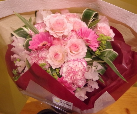 ギュッとしたブーケスタイルの花束