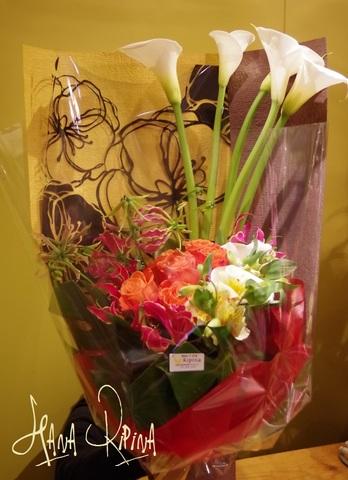 縦長のスタイリッシュな花束