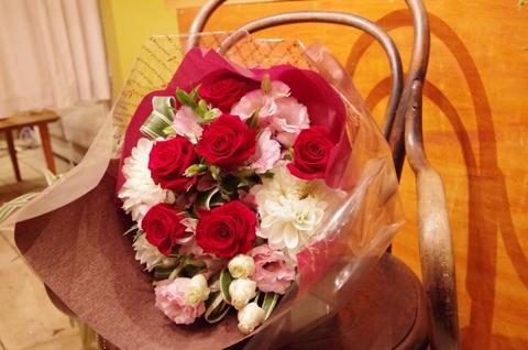 ぎゅっとしたブーケスタイルの花束
