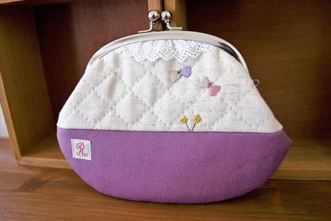 ちょうちょの刺繍がま口ポーチ(紫)