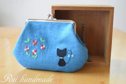 刺繍*お花と猫のがま口ポーチ(ターコイズブルー)