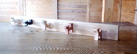 5匹の犬のハンガーフック5姿態5樹種