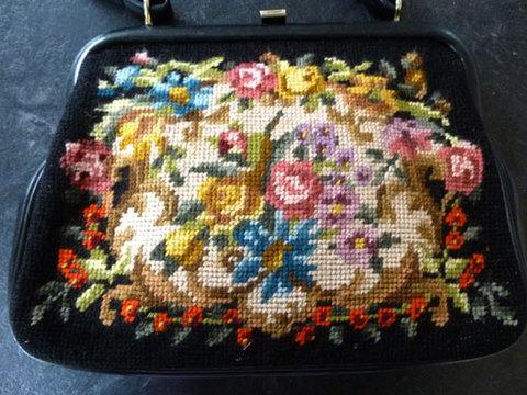 イタリアンレザーのニードルポイント刺繍バッグ