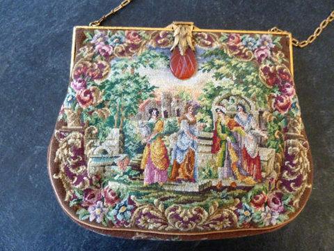 美しい四人の女性モチーフ マイクロプチポワンバッグ