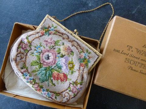 箱付き やさしいピンクのお花のプチポワンバッグ