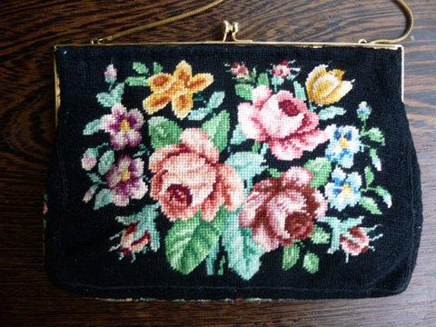 素朴なハンドメイド プチポワン刺繍バッグ