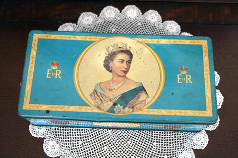 1952年 エリザベス女王戴冠記念 ビスケットティン缶