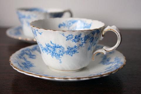 Bridgwoods のブルー&ホワイト ティーカップ&ソーサー2客組み