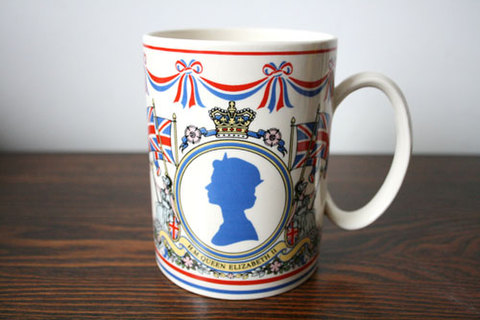 エリザベス女王2世の即位25周年記念 ウェッジウッド マグカップ大