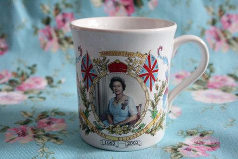 エリザベス女王戴冠50周年記念カップ