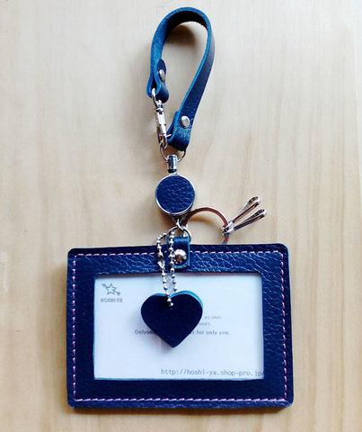 【受注製作】レザーIDケース(ストラップ・コードリール・キーリング付) #heart-紺