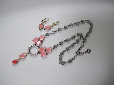 ピンクガラスのネックレス+ピアスセット