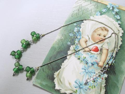 グリーンガラスのクローバーネックレス