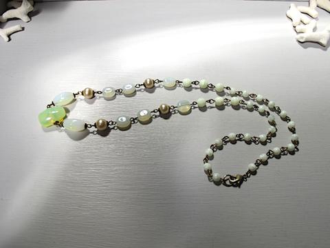 ウランガラスのネックレス
