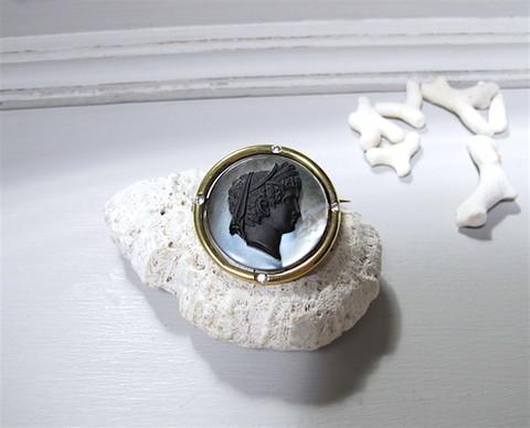 シェル+ガラスカメオのブローチ