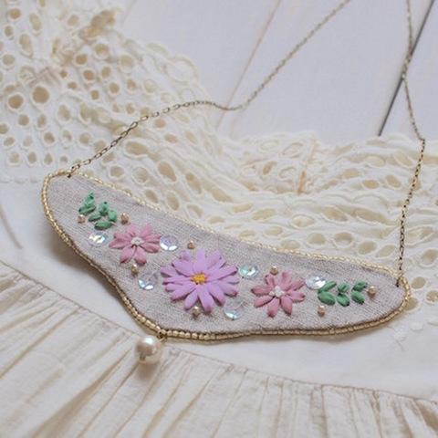 リボン刺繍のリネンネックレス