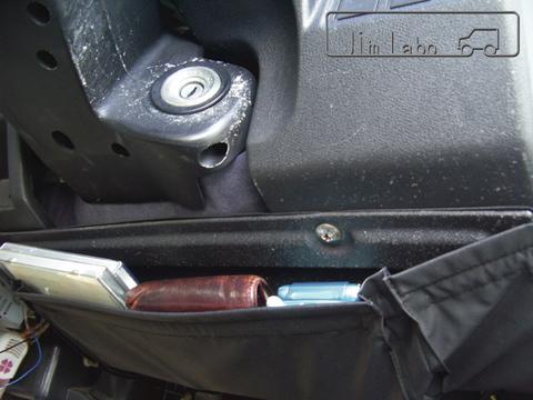 運転席 ハンドル下収納アンダーポケット JA11