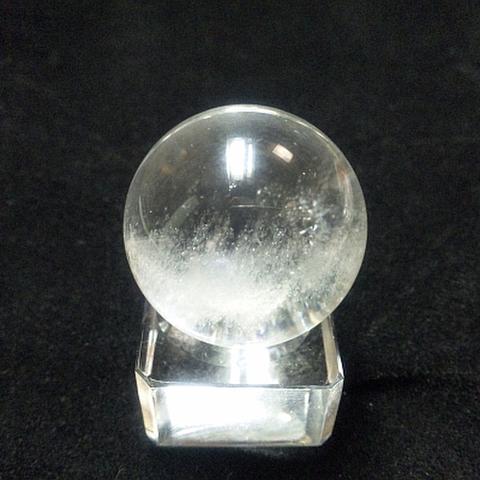 レインボー入り透明水晶玉34mm
