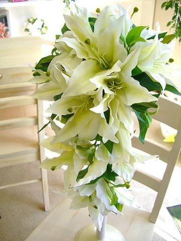 造花カサブランカの華やかキャスケード&ブートニア
