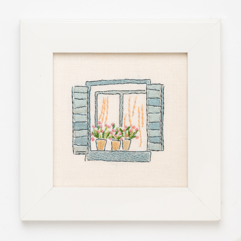 B09 プリムラの咲く窓辺